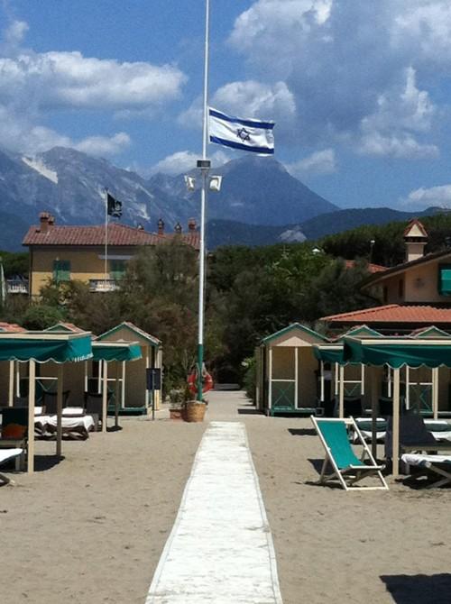 Al bagno graziella sventola la bandiera di israele mosaico - Bagno piemonte forte dei marmi ...