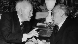 David Ben Gurion e Konrad Adenauer siglano nel 1965 lo storico accordo che apre le relaizoni fra Israele e Repubblica Federale Tedesca