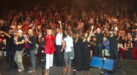 The Idan Raichel Project con Ornella Vanoni durante il concerto a Milano il 19 settembre 2015