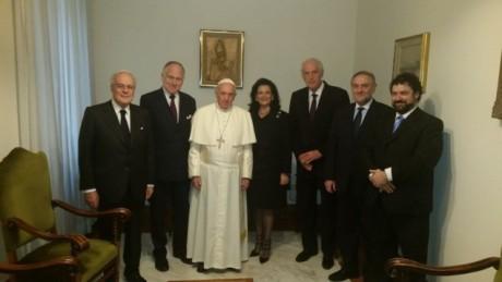Papa Francesco insieme ad alcuni rappresentanti del World Jewish Congress in occasione della celebrazione del 50 anniversario della Nostra Aetate