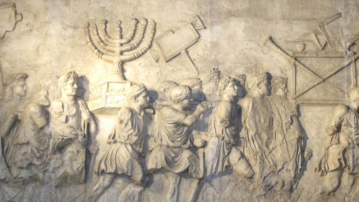 Il bassorilievo sull'Arco di Tito a Roma, raffigurante gli ebrei in esilio dopo la distruzione dle tempio da parte di Tito nel 70 E.V.
