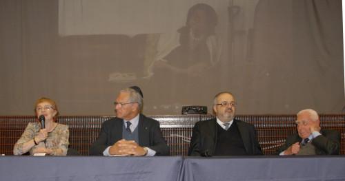 da sinistra, Esterina dana, preside della Scuola, Roberto Jarach, il rabbino capo Rav Alfonso Arbib e Franco Sereni