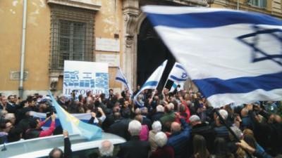 La manifestazione organizzata dal Foglio davanti alla sede Unesco