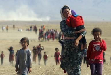 51386-alcuni-sfollati-yazidi-in-fuga-dallo-stato-islamico