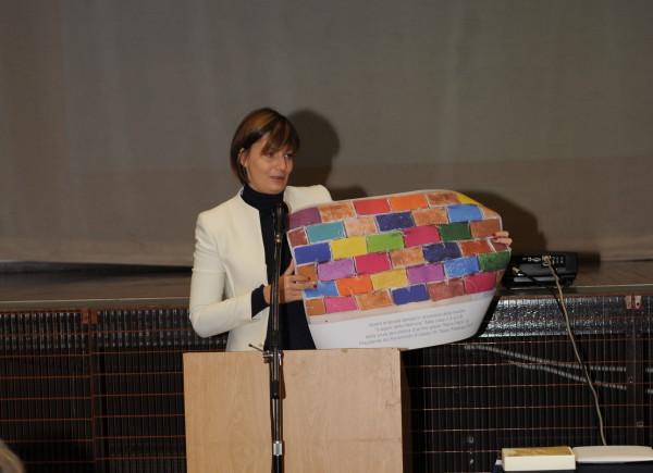 La eurodeputata Lara Comi in visita alla Scuola ebraica di Milano 17 febbraio 2017)