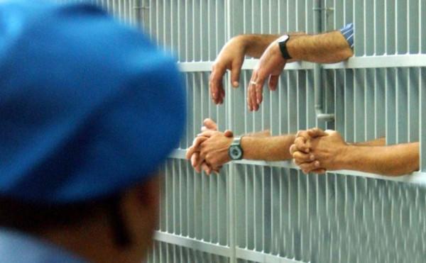 Un'immagine del carcere di Napoli