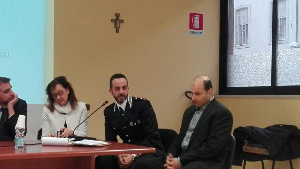 Il commissario Marco Casella e il moderatore culturale Yussef al sayed