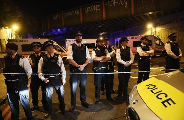 La polizia schierata dopo l'attentato alla moschea di Finsbury a Londra