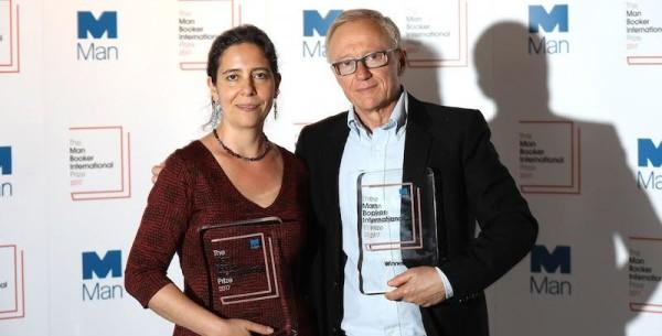 Lo scrittore David Grossman e la sua traduttrice Jessica Cohen premiati con il Man Booker International Prize 2017 al Victoria & Albert Museum di Londra, 14 giugno 2017