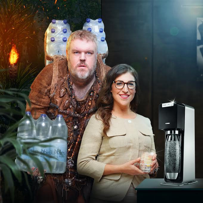 "Maym Bialik e Kristian Naim nel video 'The Schlepiens"" di SodaStream"