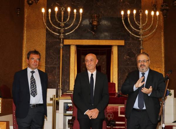 Da sinistra, Cyril Aslanov, il ministro Marco Minniti e Rav Alfonso Arbib