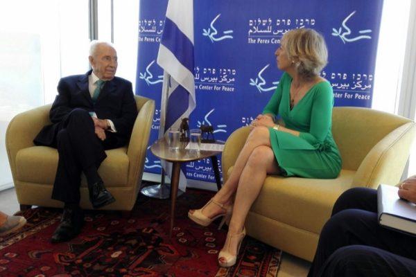 Stefania Giannini con Shimon Peres in Israele