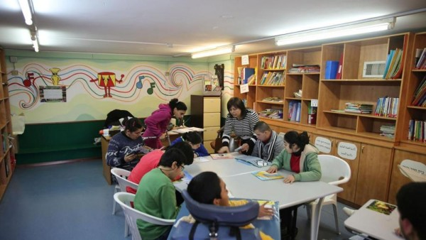 Una classe alla Holy Schiol di Nazaret (fonte: Vatican Insider/La Stampa)