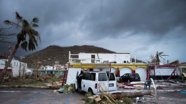 L'isola di Saint Martin devastata dall'uragano Irma