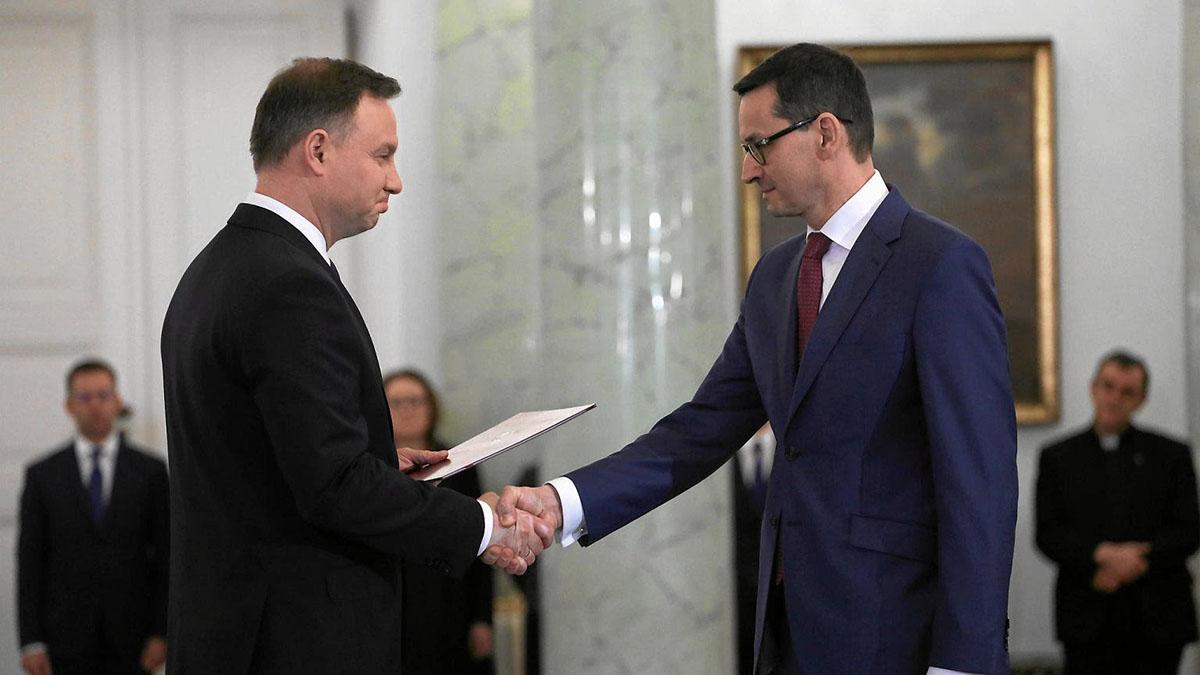 A destra il nuovo premier della Polonia Morawiecki