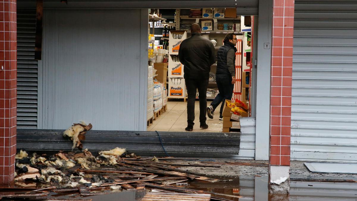 Il negoziokaher Promo & Stock di Parigi devastato da un incendio