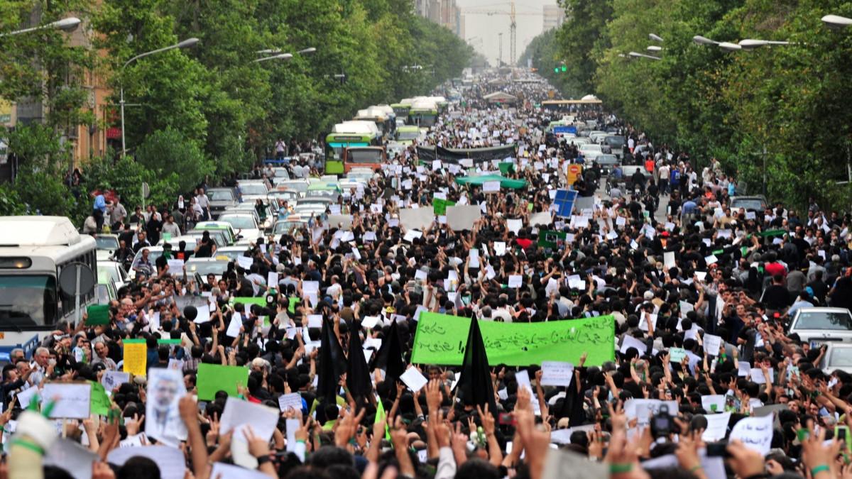 Manifestanti in Iran protestano contro il governo