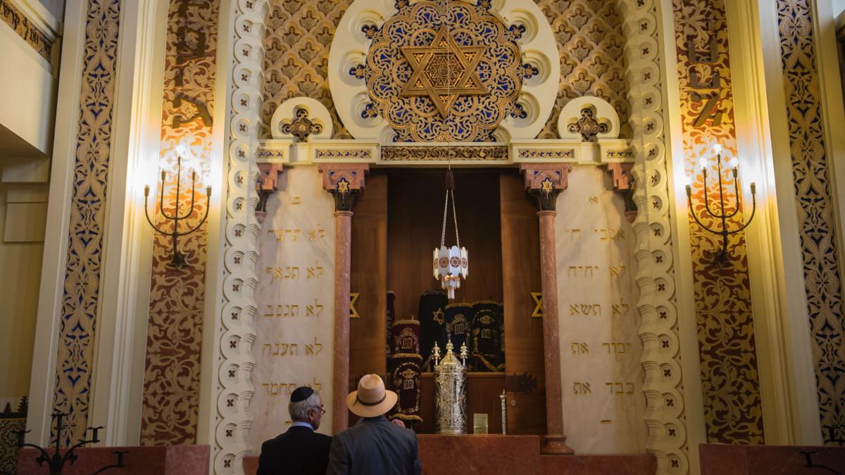 Ebrei in una sinagoga in Turchia
