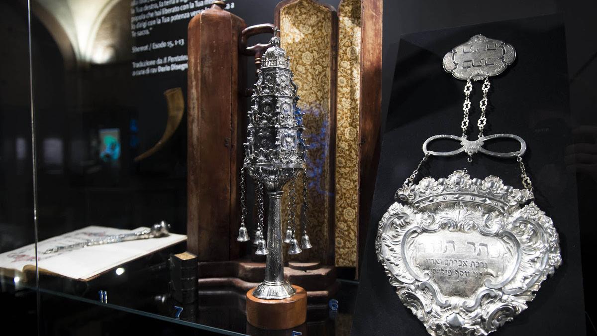 """Oggetti di corredo matrimoniale nella mostra """"odissee"""" a Torino"""