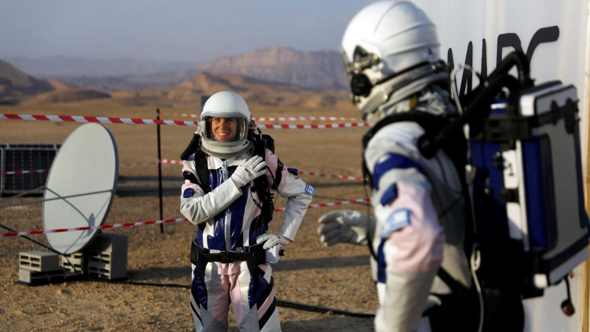 Gli scienziati israeliani che partecipano alla simulazione della missione su Marte, parte del progetto dell'Agenzia Spaziale israeliana D-MARS, Desert Mars Analog Ramon Station