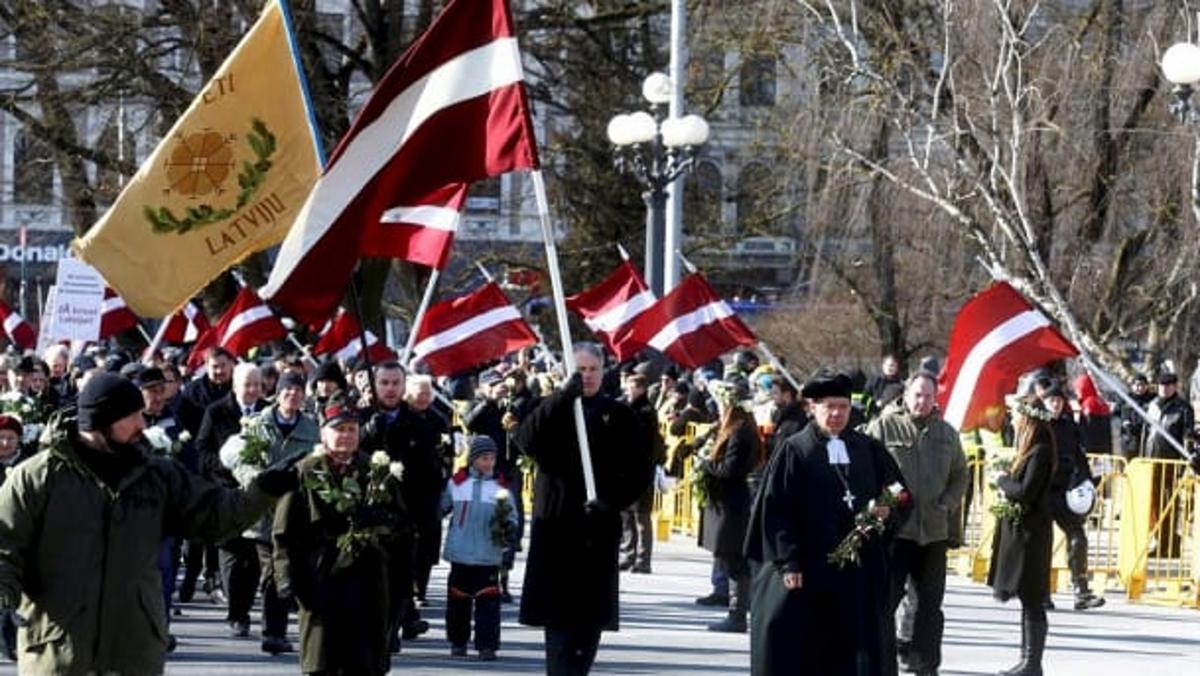 Il corteo dei veterani delle SS in Lettonia