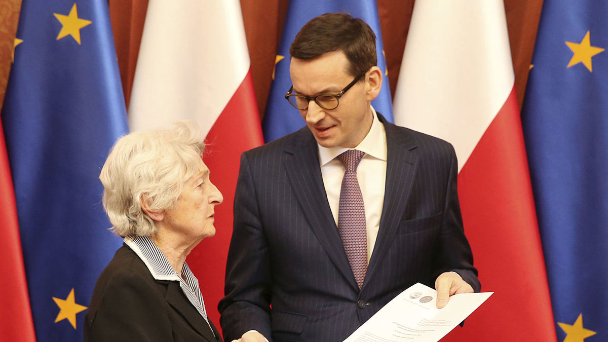 La Giusta dalla Giusta Anna Stupnicka con il Primo Ministro polacco Mateusz Morawiecki