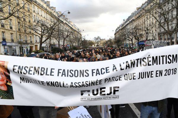 La marcia bianca contro l'antisemitismo a Parigi in memoria di Mireille Knoll