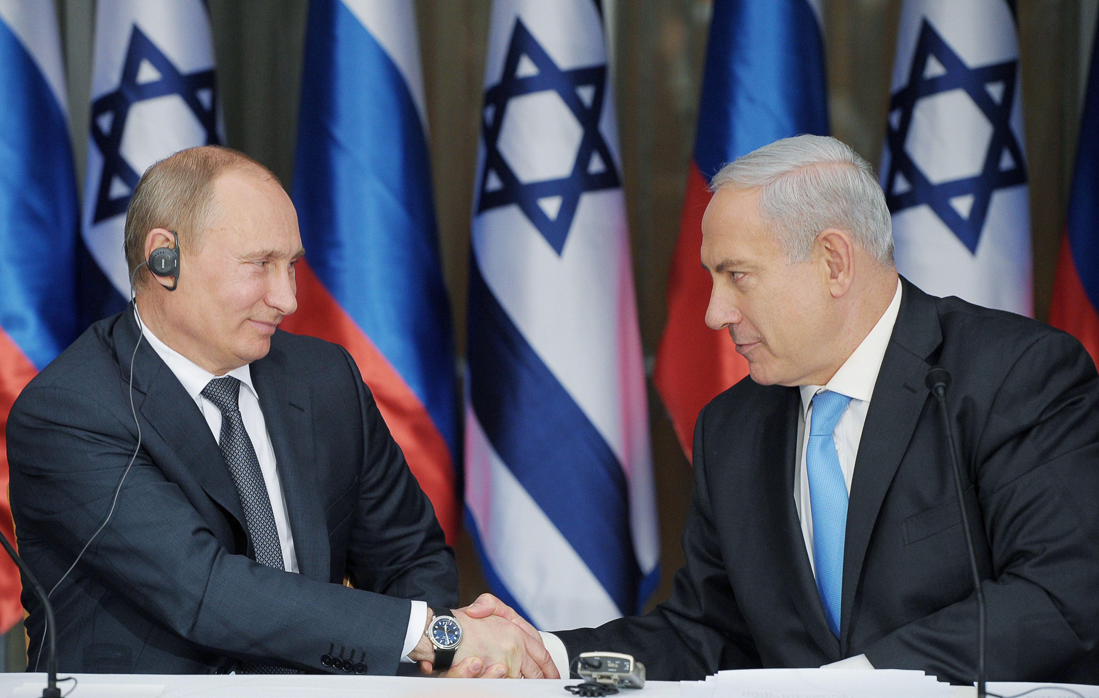 Da sinistra, Valdimir Putin e Beniamin Netanyahu