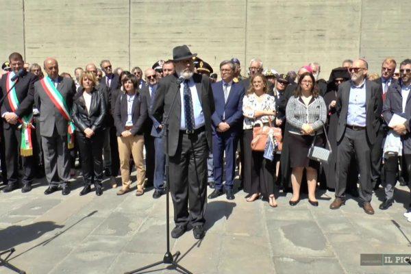 Il rabbino di Trieste Alexander Melloni durante la cerimonia del 25 aprile alla Risiera di San Sabba