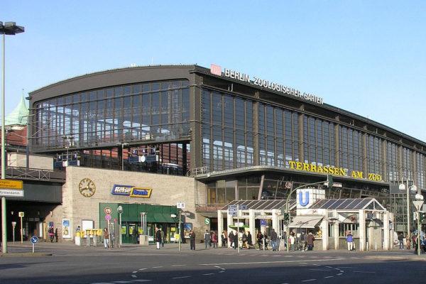 La stazione di Bahnhof Zoo a Berlino dove è stato aggredito un ragazzo ebreo