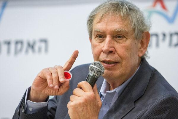 Tamir Pardo, ex direttore del Mossad, ha rivelato che nel 2011 Netanyahu diede l'ordine di attaccare gli installanti nucleari in Iran