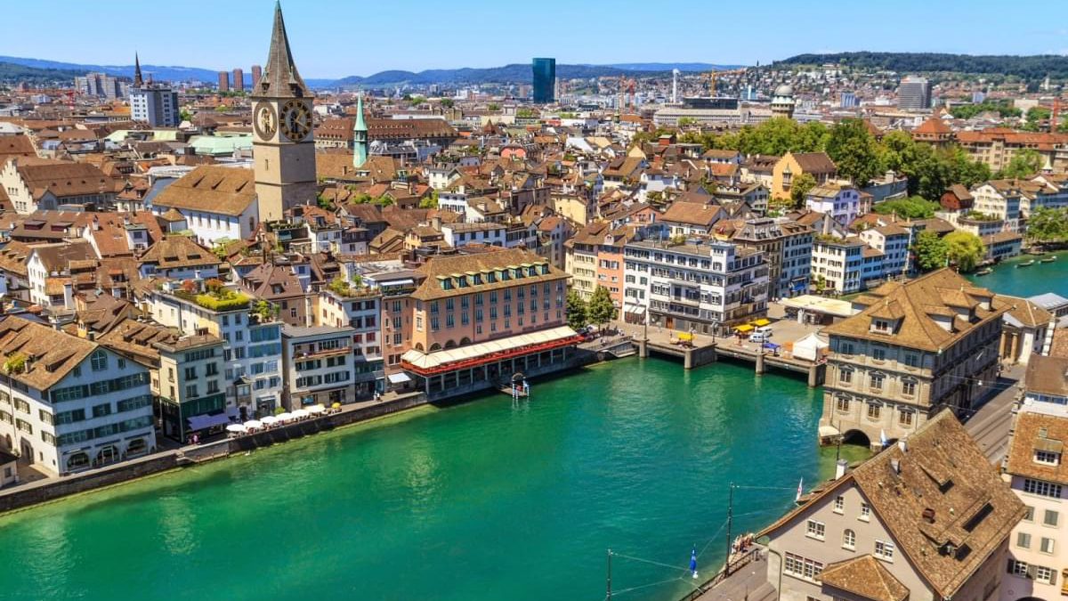 Una panoramica di Zurigo, dove è stata aggredita una famiglia ebraica
