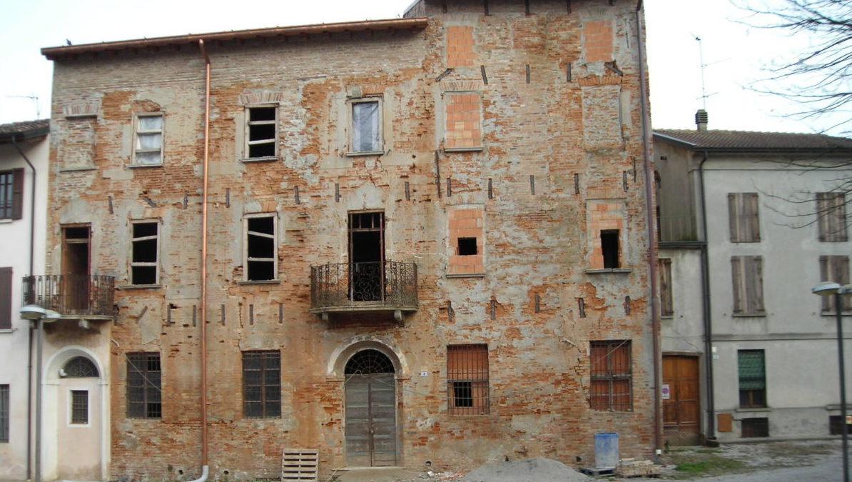 Il palazzo in cui sorgeva la sinagoga di Ostiano Cremona)