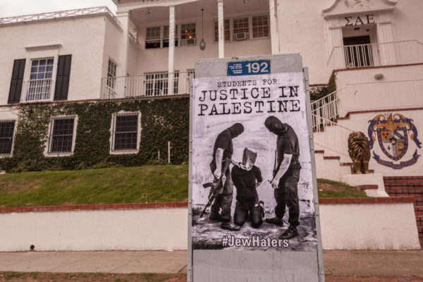 Poster filopalestinesi contro Israele all'UCLA