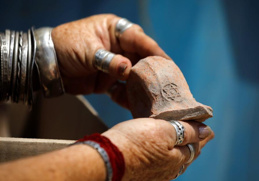 Un resto ritrovato nel sito della bottega di 1800 anni fa