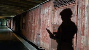Alberto Angela al memoriale della Shoah di Milano per le riprese dello speciale Ulisse sulla deportazione degli ebrei dall'Italia