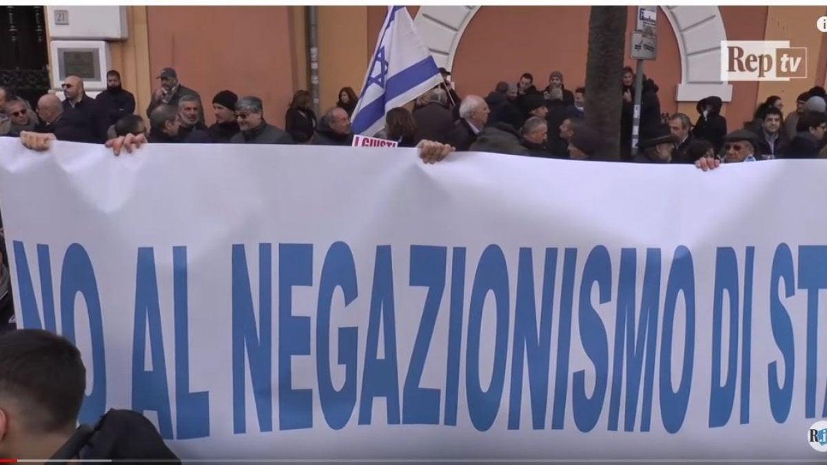 La manifestazione a Roma contro l'intervento della delegazione iraniana alla Camera