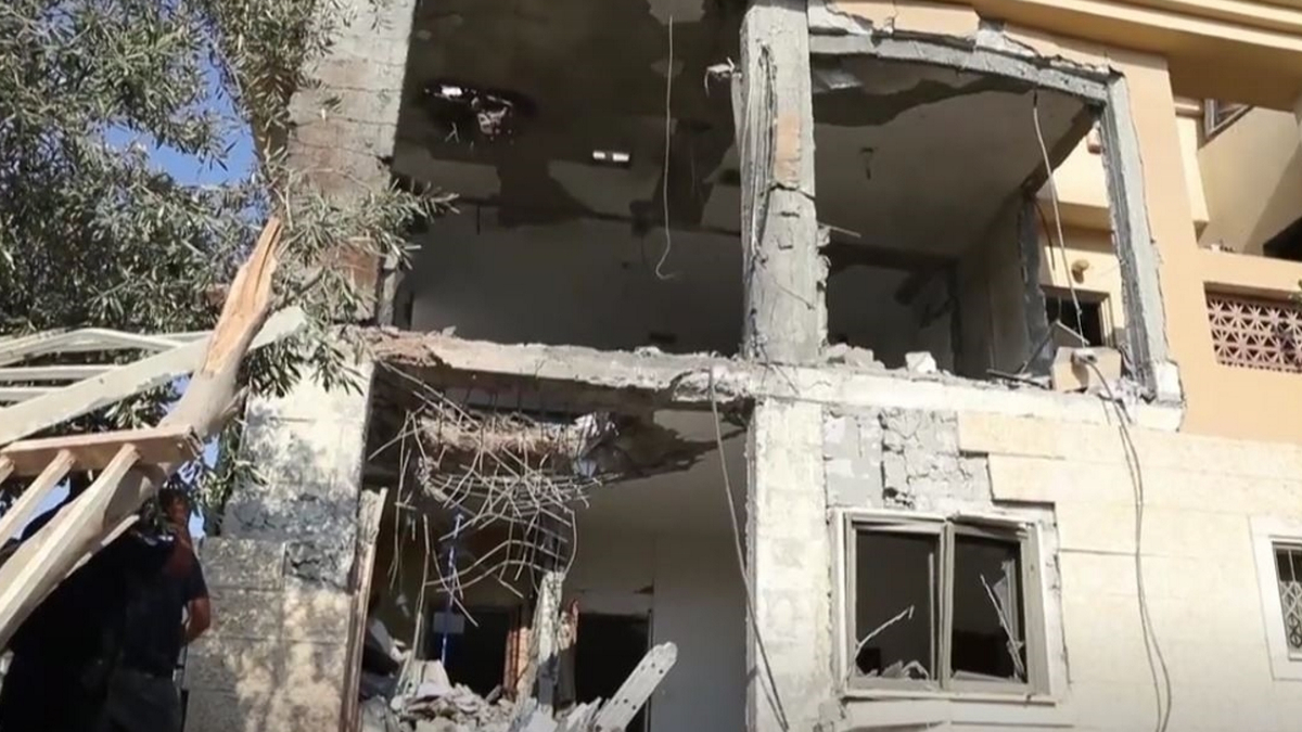 La casa a Beer Sheva distrutta da un missile lanciato da Gaza