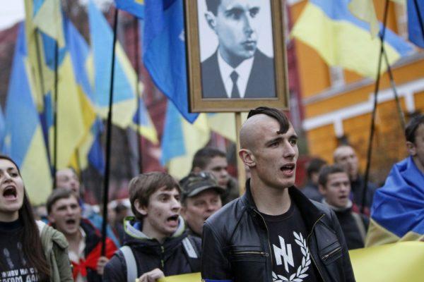 Un corteo del partito ucraino di estrema destra Svoboda, a cui appartiene il leder regionale che ha pubblicato la vignetta antisemita