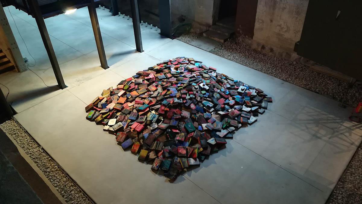 Un'installazione della mostra Ricordi futuro 4.0 al Memoriale della Shoah di Milano