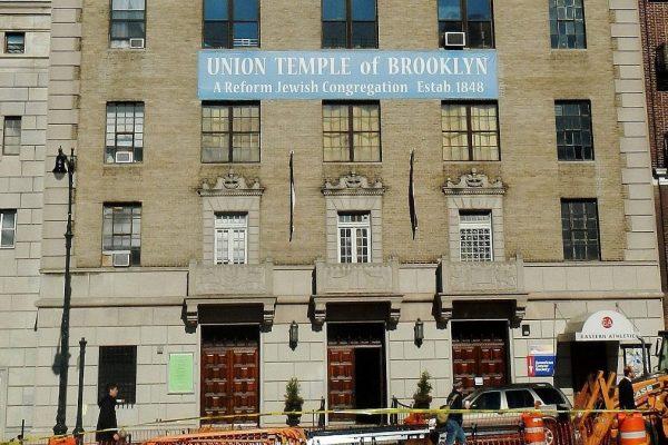 La sinagoga di Brooklyn oggetto di scritte antisemite