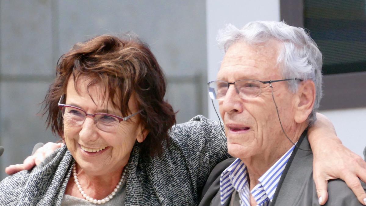 Amos Oz con la moglie Nili