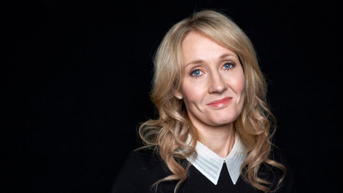 La scrittric J.K. Rowling ha scritto dei tweet satirici contro il Labour di Corbyn