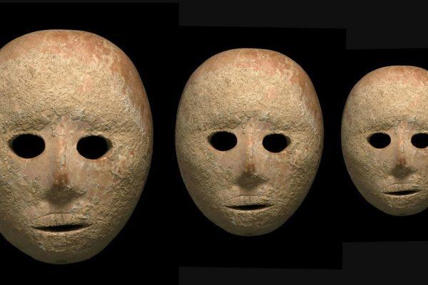 le maschere di pietra forse del periodo pre-neolitico ritrovate in Israele