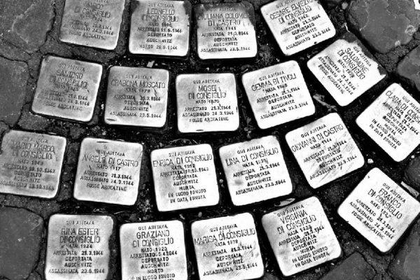 Le 20 pietre di inciampo rubate a Roma