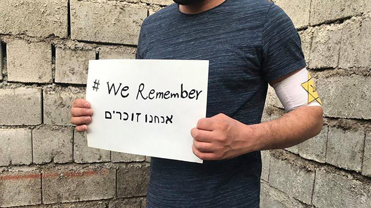 Giovani iraniani partecipano alla campagna #WeRemember