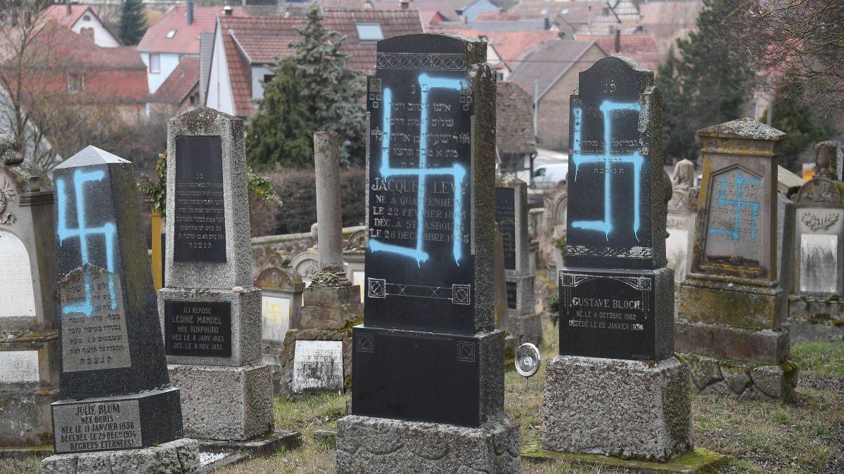 Francia: profanato un cimitero ebraico