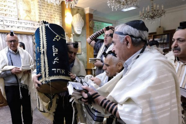 ebrei iraniani in una sinagoga a Teheran