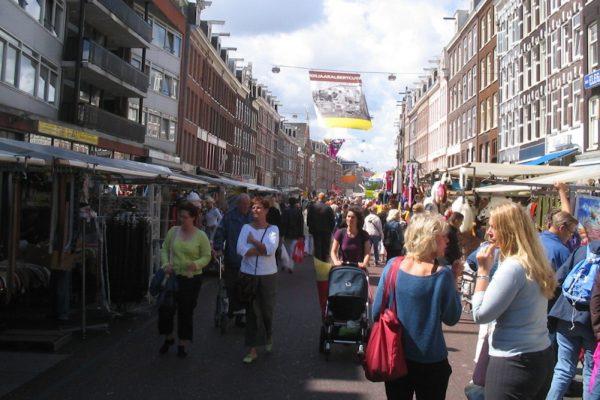 Il mercato di Amsterdam in cui è avvenuto l'attacco antisemita
