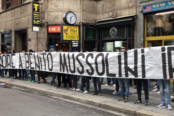 Striscione Mussolini